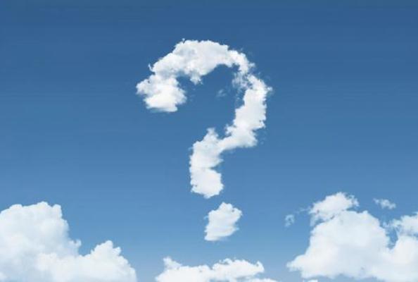 空に浮かぶクエッション型の雲